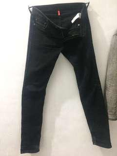 uniqlo T000 black skinny tapered
