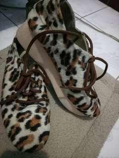 Platform leopard