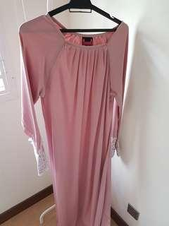 Lacey ara jubah
