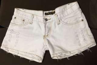 white maong shorts
