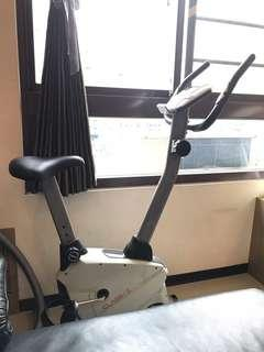 來福嘉 LifeGear 居家時尚健身車,可放置平板