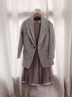 Initial 灰色外套