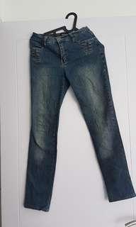 Jeans cewe biru size fit M kondisi masih ok bgt jarang dipakai