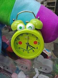 Jam weker bunyi nyaring sekali