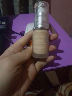 wardah  exclusive liquid foundation shade 01 light beige