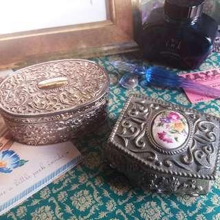 ✨ 日本古董 🌾 精美雕花圖騰 經典設計 鍍銀內襯絲絨墊 首飾箱 寶箱 ✨