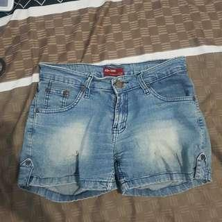 Hotpants / celana pendek jeans