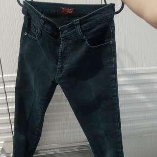 Celana jeans panjang / hitam