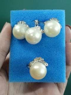 Southsea pearl set with pendant