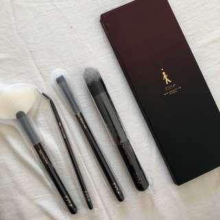Zoeva eyeshadow and Zoeva brushes bundle