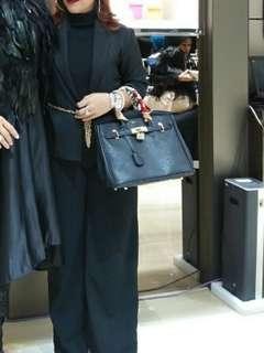Blazer hitam brand aura