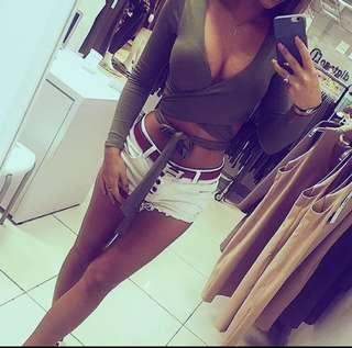 🚚 Front tie wrap olive green long sleeve crop top