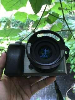 Sony Alpha A6000 + Lensa 35mm F1.6 Fullset Not a5100 a6300
