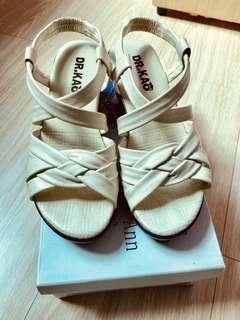 DK米白色法式粗跟涼鞋