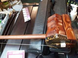二胡 名木料製作,古箏 手工雕刻。拇指琴 高級原木。
