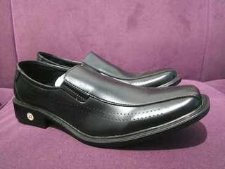 Sepatu kerja Pantople pentopel pria