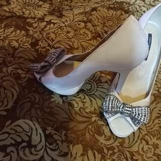 Tony bianco white satin shoes size 6