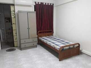 master room for rent (no agent fee)(no deposits)