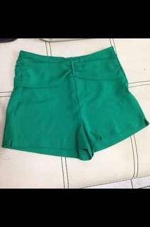 Hotpants hijau