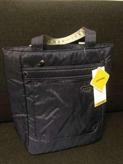 隨行袋(可以當成隨行的包包 或者手提包 也能當作嬰兒隨行袋)