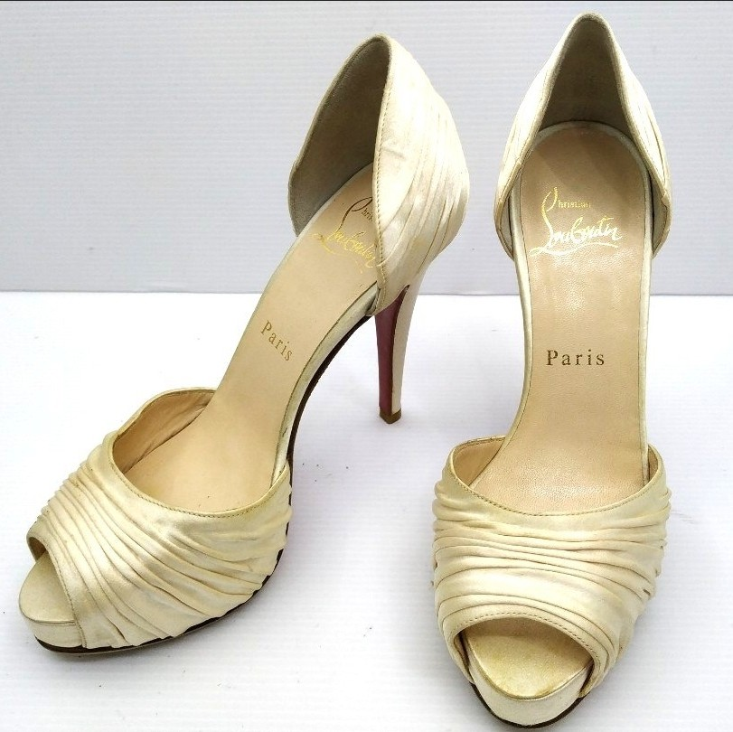 76cd6afc492 **FAST DEAL** Authentic Christian Louboutin Heels