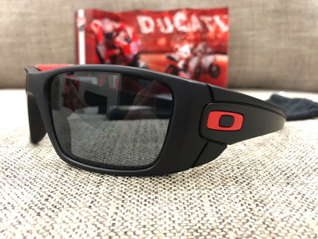 f4c6cccf78 Oakley™ FUEL CELL Ducati Edition (Matte Black Grey Polarized ...