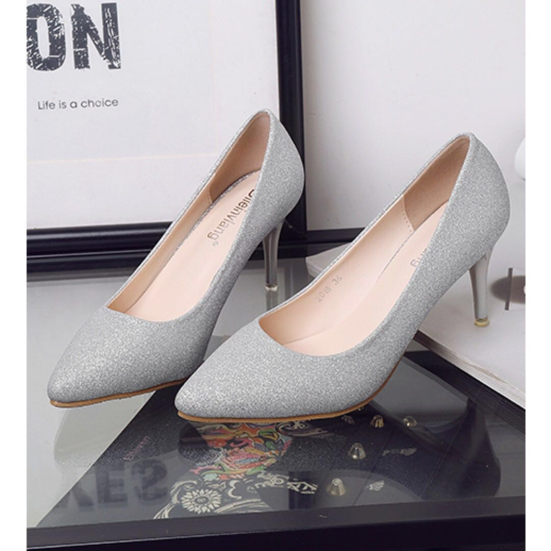 a753cabd361 Silver shimmery Pointed heels