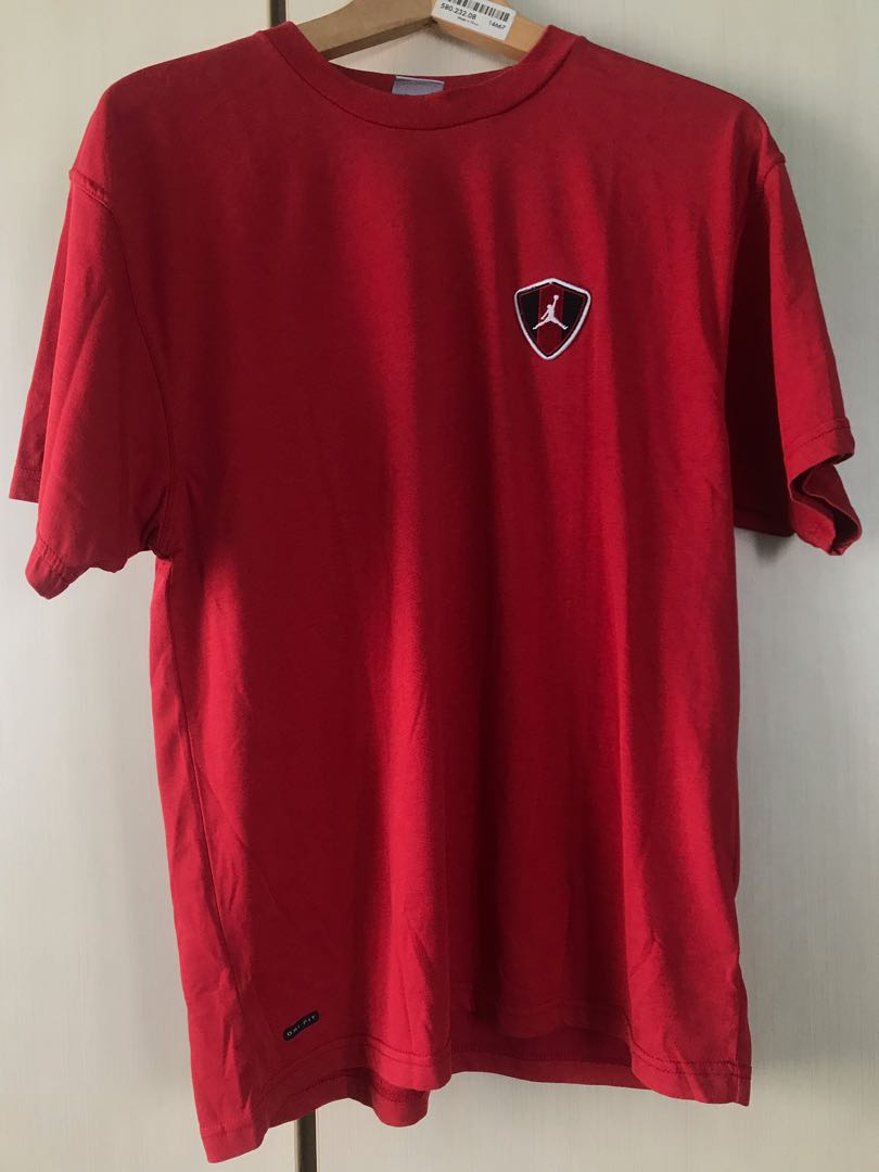 88ccd8525f1 Vintage Jordan tee red, Men's Fashion, Clothes, Tops on Carousell