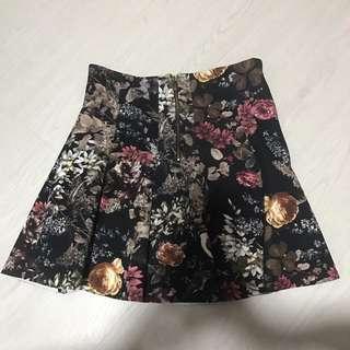 Pull & Bear Fall Dark Floral Skirt
