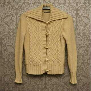 🚚 Bossini卡其色麻花編織牛角扣羊毛小外套
