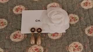 Vintage Chanel經典三葉草吊珠耳環