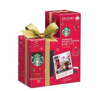🇯🇵🇯🇵 日本直送 starbucks Holiday Seasons Blend星巴克ORIGAMI 2018年聖誕特別版含5包即沖咖啡連有耳杯/ mug茶杯套裝/辦公室桌/家用面只限日本出售限量版全新預訂款,日本限定發售,原裝正版5包裝Starbucks coffee連聖誕版杯,,來過一個笠的聖誕節吧!容量:237ml咖啡重量:9.5g一包(共5包)耐熱溫度:120°C耐冷溫度:-20°C購自日本,品質保證只限順豐寄付 19/12 統一順豐到付寄出