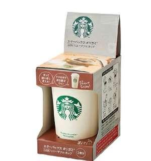 日本Starbucks咖啡杯(連2包Starbucks Origami咖啡)咖啡杯/ Size:直徑8cm、高12cm容量:237 ml原料:塑膠(PP)耐熱度:120°C耐冷度:-20°C特性:可入微波爐及洗碗碟機**全新日本直送** 付後統一19/12順豐到付寄出