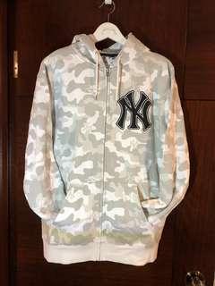 NY Yankees 拉鏈衛衣 size L ,只售真貨。