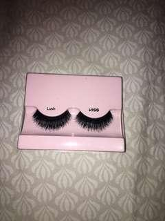Dramatic Kiss lush lashes