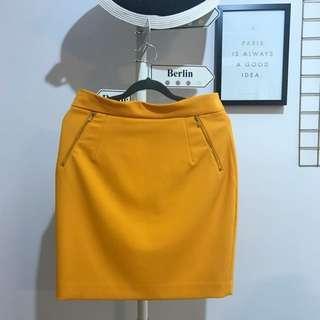 🚚 H&M Structured Skirt in Amber Orange