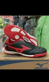 Sepatu futsal mizuno ukuran 39-41 merah hitam
