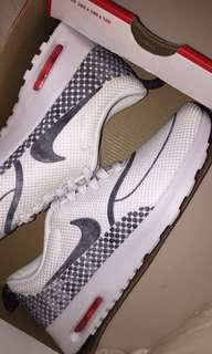 New nike air max Thea women's size 8