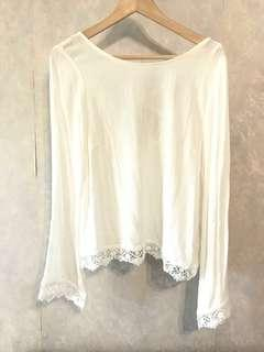 Sale🈹New white bell sleeves open back top 全新露背喇叭袖上衣