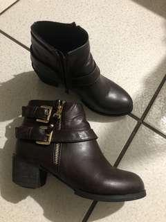 🚚 深咖啡色短靴