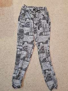 Loose pattern pants