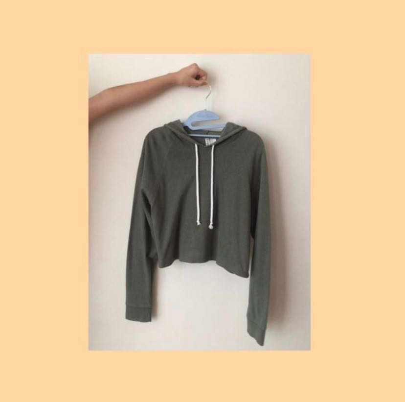 cc9cacaafed 1212 h&m crop army green hoodie, Women's Fashion, Clothes, Tops on ...
