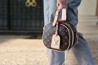 LV Runway petite boit sling bag (GRED AAA)