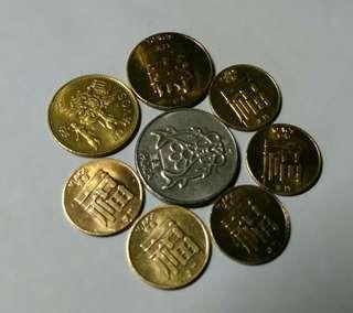 澳門硬幣8個,壹圓1982年,伍毫1985年,1993年,壹毫1983(3),1988(2).
