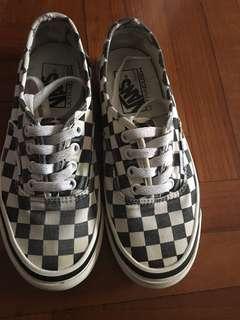 vans checkered black and white 80%new