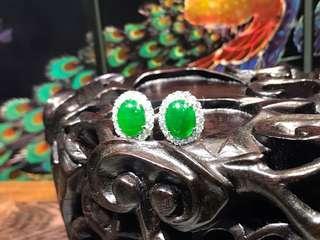 Beautiful emerald green jadeite earring