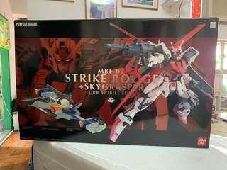 全新 Perfect Grade Strike Rouge + Skygrasper 高達模型