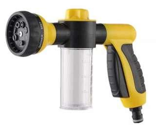 Car wash spray gun with soap compartment