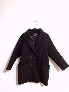 黑色鋪棉厚大衣