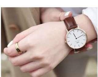 🚚 DW手錶有使用痕跡保存完整盒子保證書通通都有沒動過,高雄面交喔